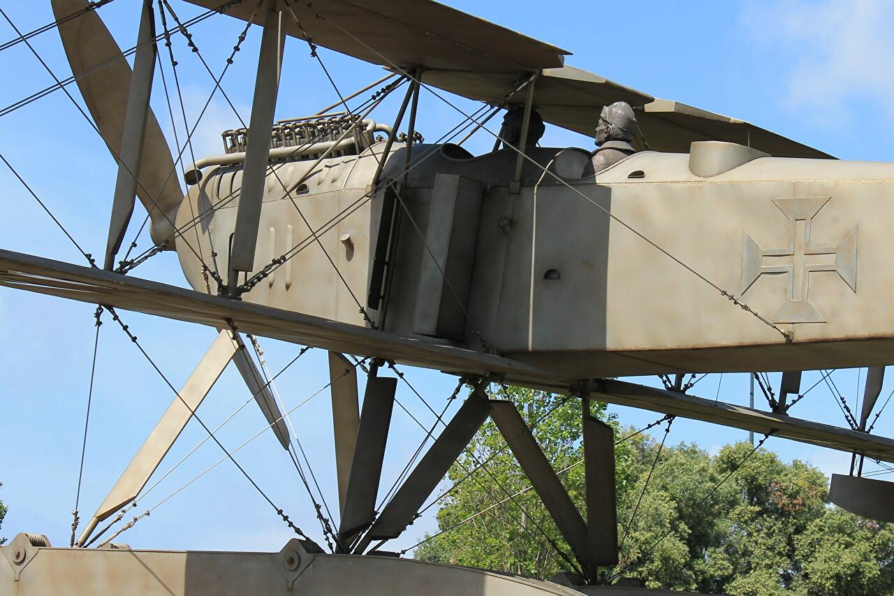 Гидроплан Fairey III-D MkII. Памятник первому перелёту через Южную Атлантику, Лиссабон