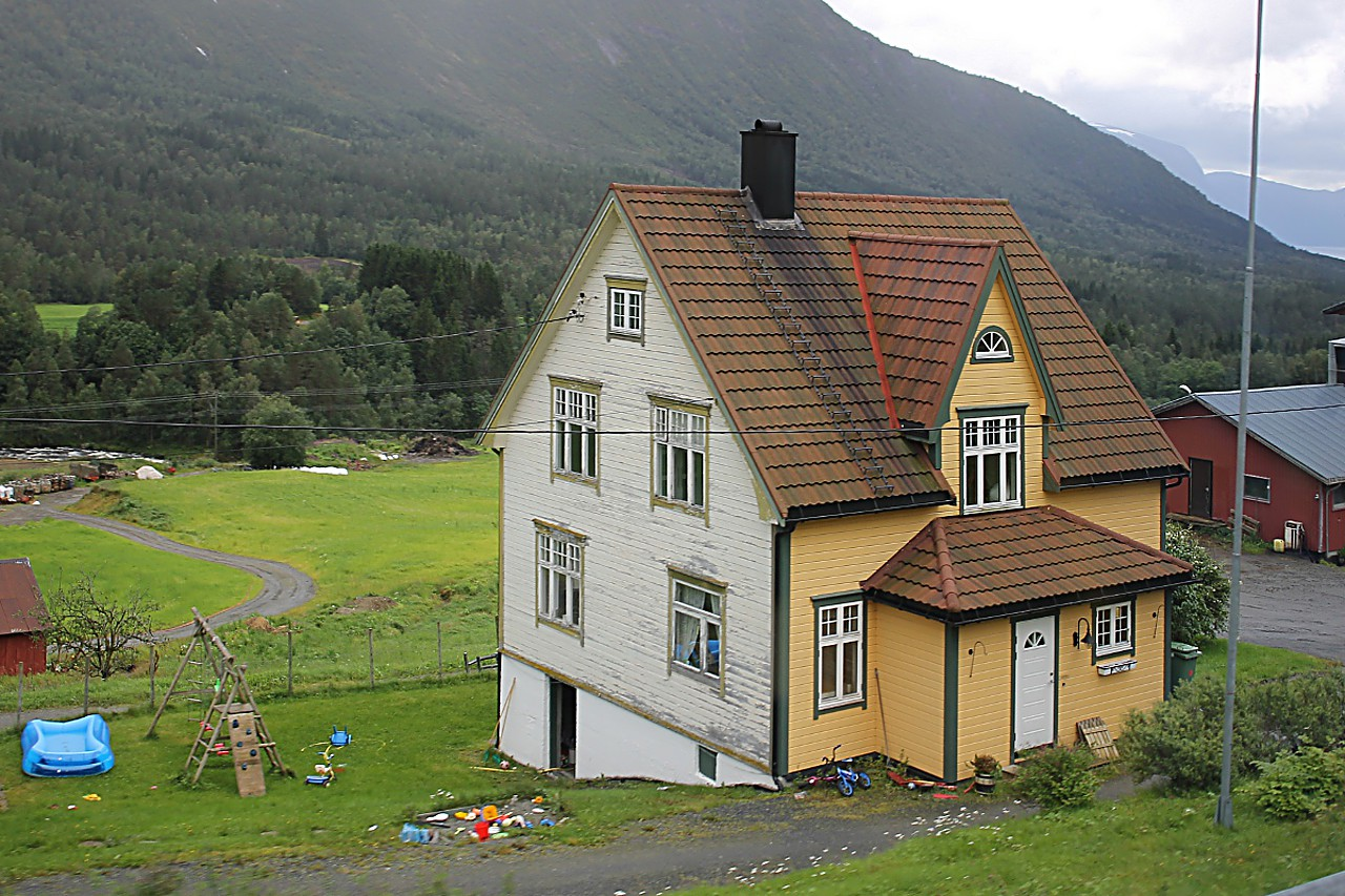 Langedalen valley, Farm