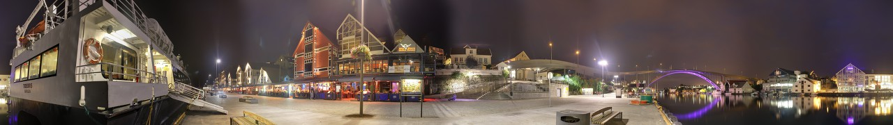 Night Smedasundet promenade. Haugesund panoramnc photo