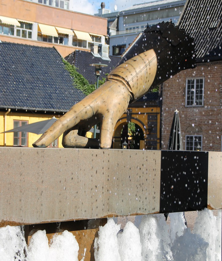 Fountain 'The Glove', Oslo