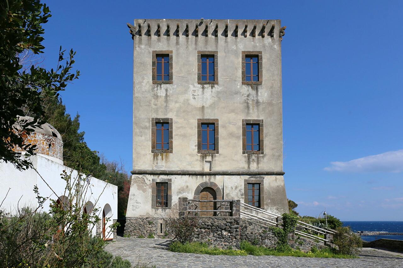 Ischia, Torre di Guevara
