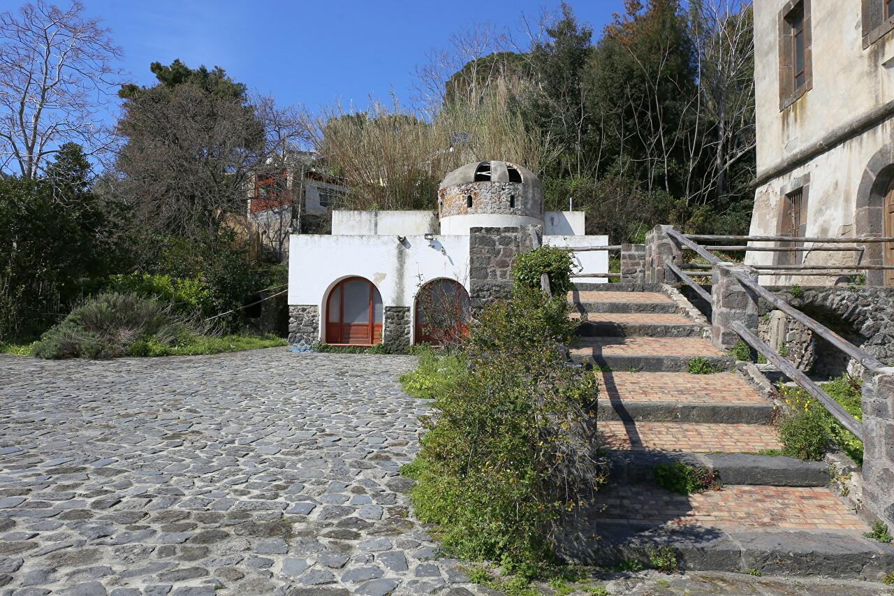 Искья, Torre di Guevara
