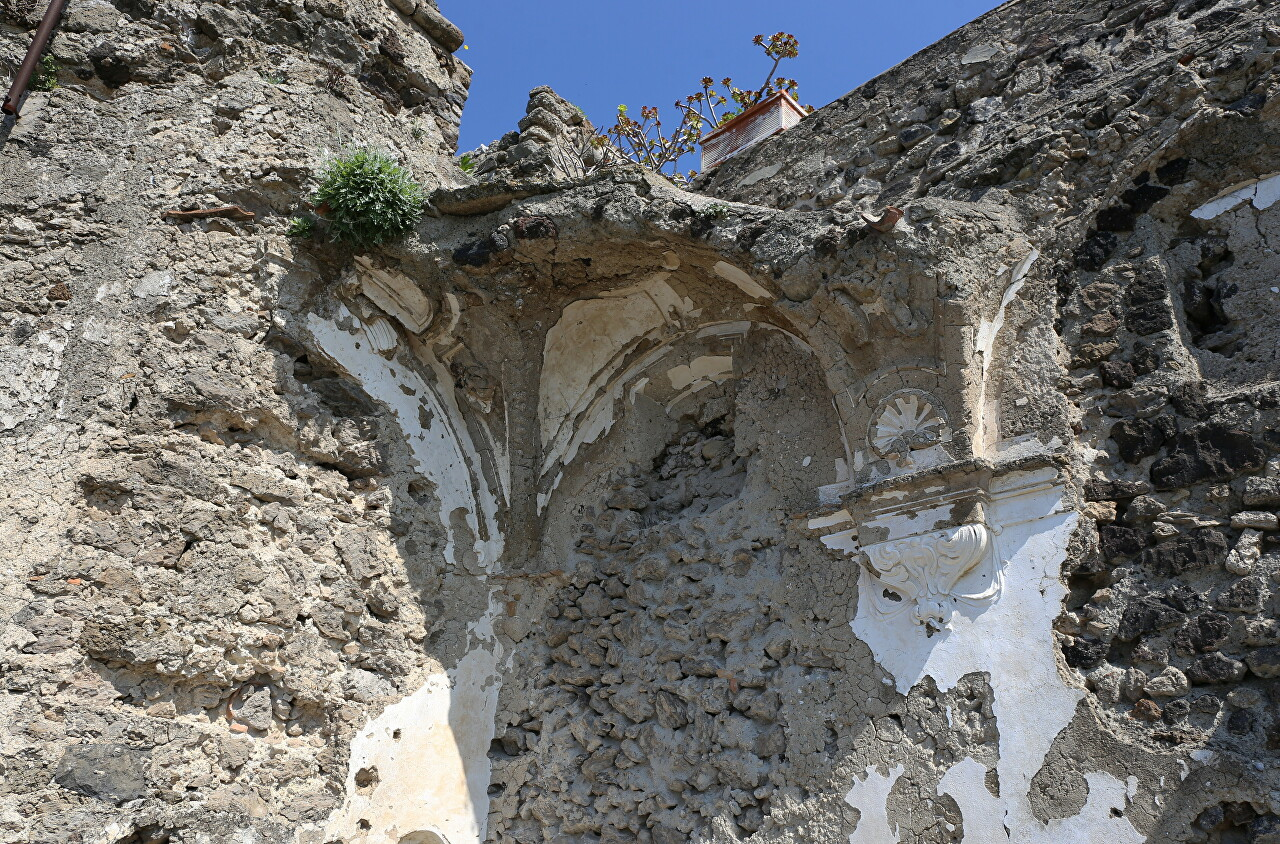 Cathedral of the Assumption ruins, Aragonese castle