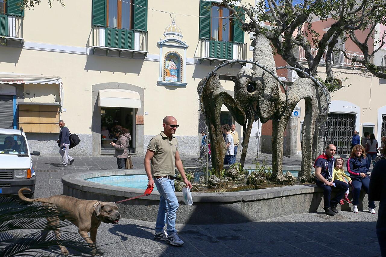 Fountain 'Bidet', Forio