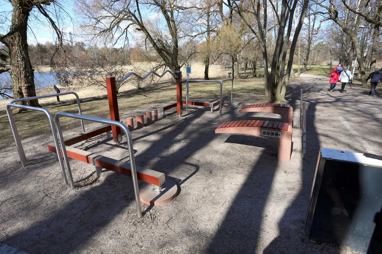 Helsinki. Linnulaulu Park. Health corner