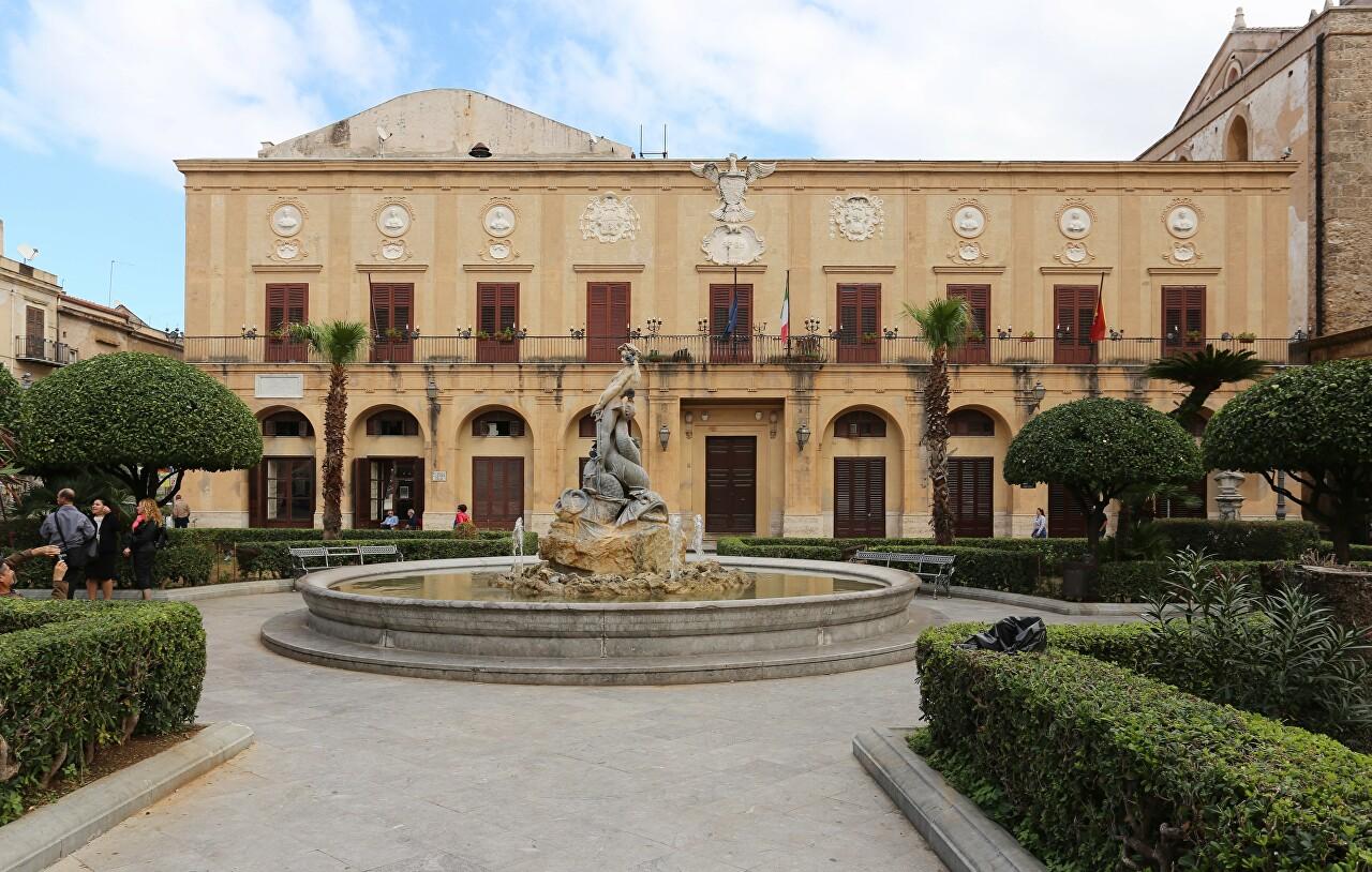Piazza Vittorio Emanuele, Monreale