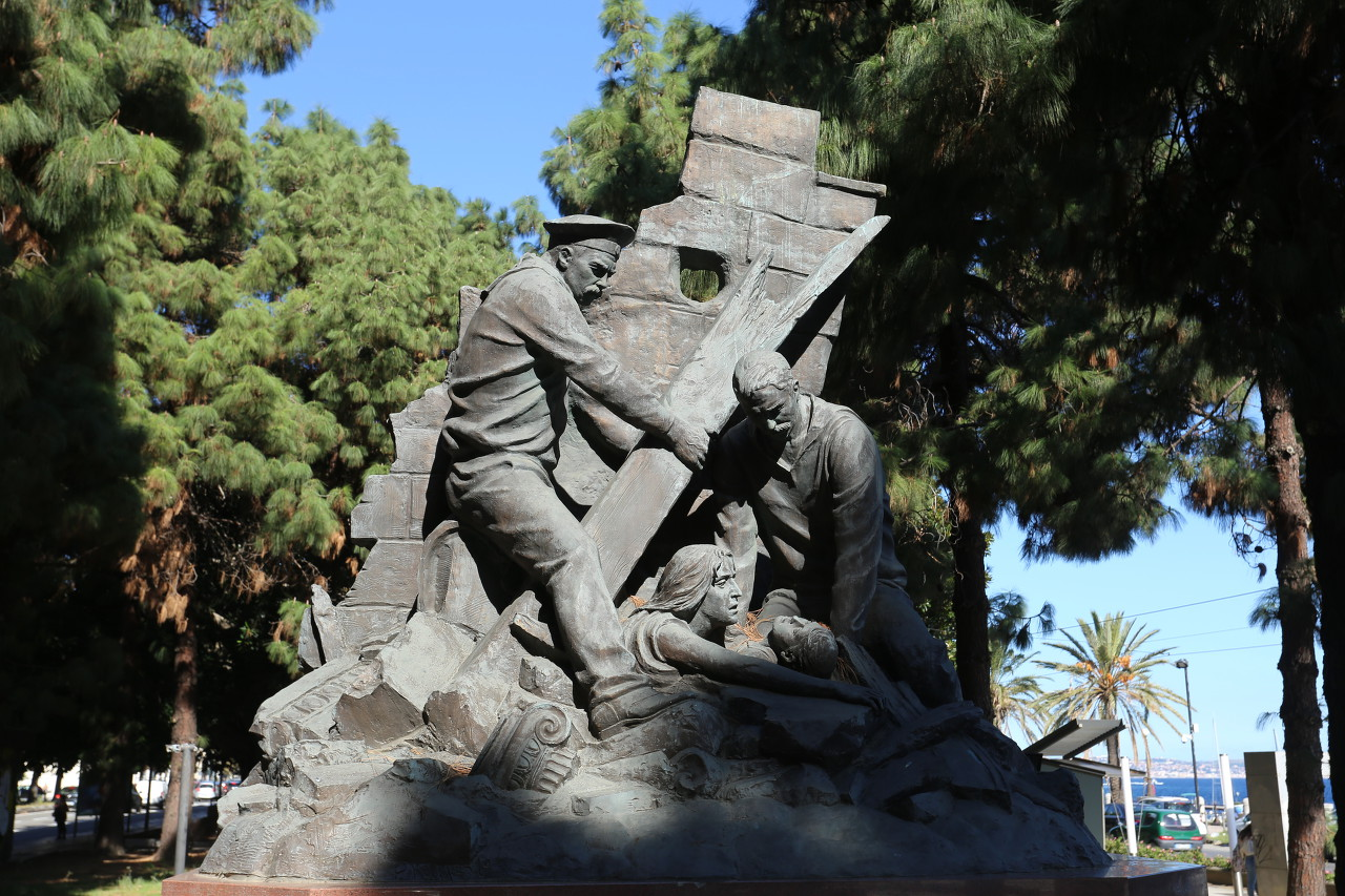 Square of Russian sailors, Messina